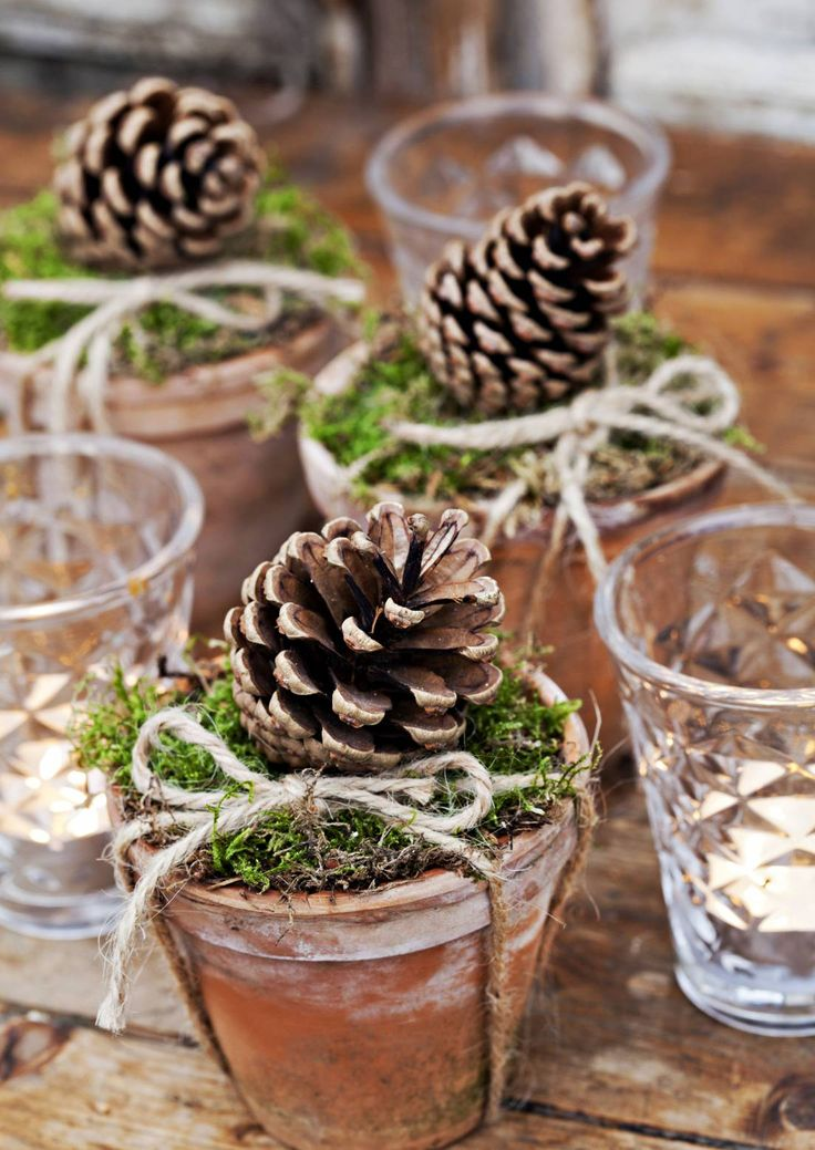 Rustiikkiin koti- tai mökkijoulun tunnelmaan sopivat luonnosta poimitut ja itse tehdyt koristeet. Katso 12 kaunista ideaa.
