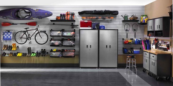 Arredare il garage, come renderlo ordinato e funzionale. Tanti spunti per organizzare i garage in modo comodo gestendo al meglio lo spazio: scaffalature, mensole, mobili con ante, soluzioni a parete e a soffitto. Guardate la gallery e scegliete il vostro garage ideale.