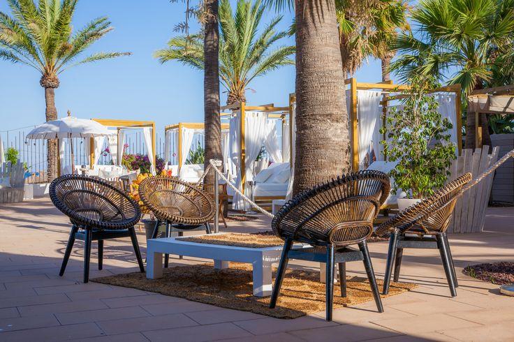 beach club, diseño, design, decoracion, decoration, palma de mallorca, baleares, palma, magaluf, terraza, terrace, butaca, madera, wood, silla de madera, wood chair, armchair, wood armchair, g4deco