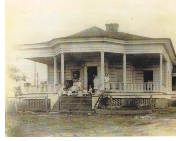 The Ghost Stories Associated With The Deason Home In Mississippi Will Leave You Baffled Ghost Stories Mystery Of History Scary Ghost Pictures