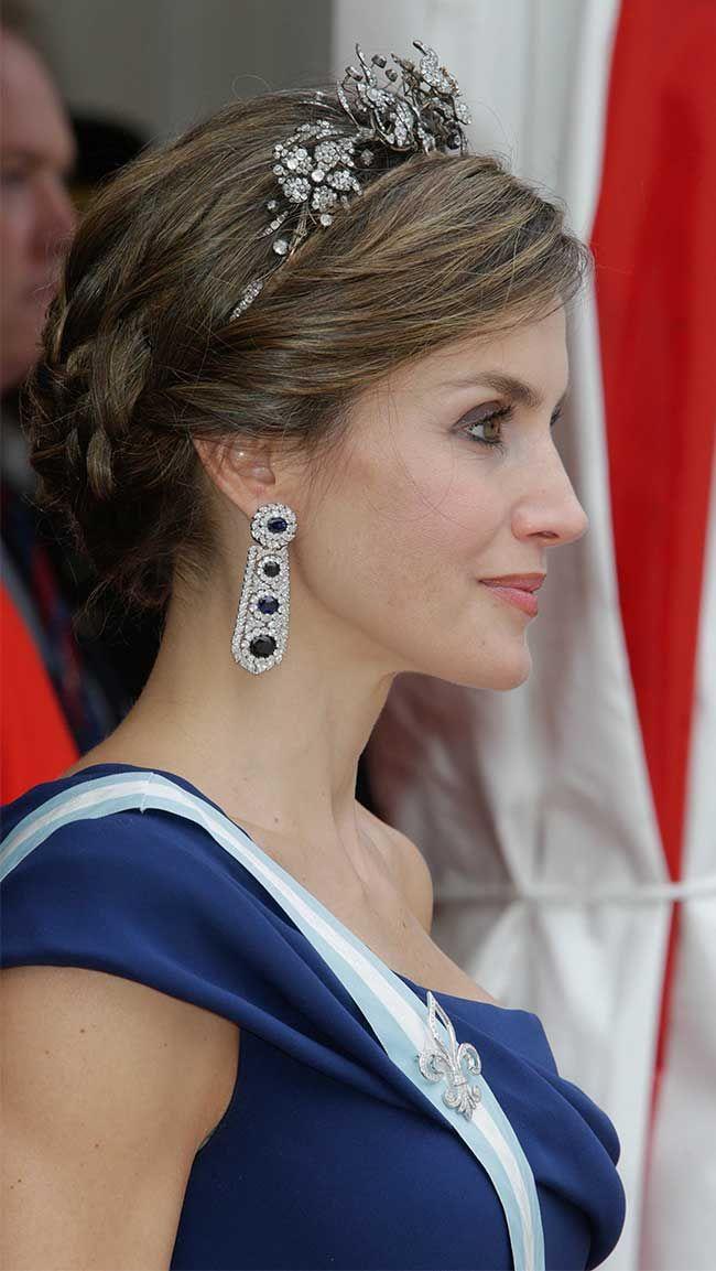 Reino Unido, look 5: Una Reina sexy que brilla con zafiros - El Vestidor de Letizia