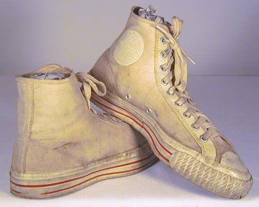 Googles billedresultat for http://www.sports-memorabilia-museum.com/basketball-history/vintage-basketball-shoes.jpg