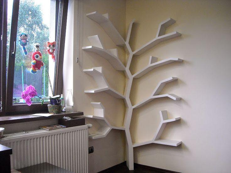 Półka drzewo w rogu