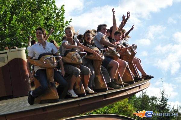 4/8 | Photo du Roller Coaster Le Grizzli situé à Nigloland (France). Plus d'information sur notre site http://www.e-coasters.com !! Tous les meilleurs Parcs d'Attractions sur un seul site web !! Découvrez également notre vidéo embarquée à cette adresse : http://youtu.be/LM94OlVKRHY