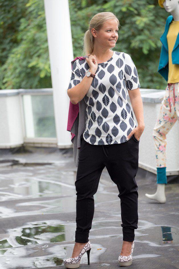 LYON ist eine coole Jersey-Hose mit Bundfalten, Seitentaschen und einer Öse am Bund, für die Du kein Werkzeug brauchst. LYON sitzt lässig auf der Hüfte und ist im Schritt tiefer geschnitten....