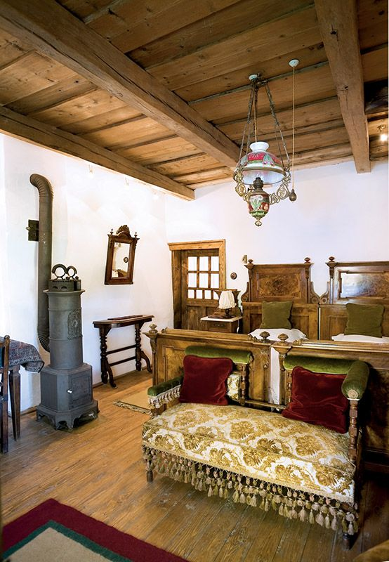 5 guestrooms, furnished exclusively with antique Transylvanian furniture, including most of the textiles and en-suite bathrooms.