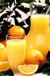 Cette recette de punch, qui peut se préparer avec ou sans alcool, est un apéritif rafraîchissant pour toute la famille. Décliné sans rhum, ce cocktail à base de jus de fruits et d'épices ravira les enfants. par Audrey