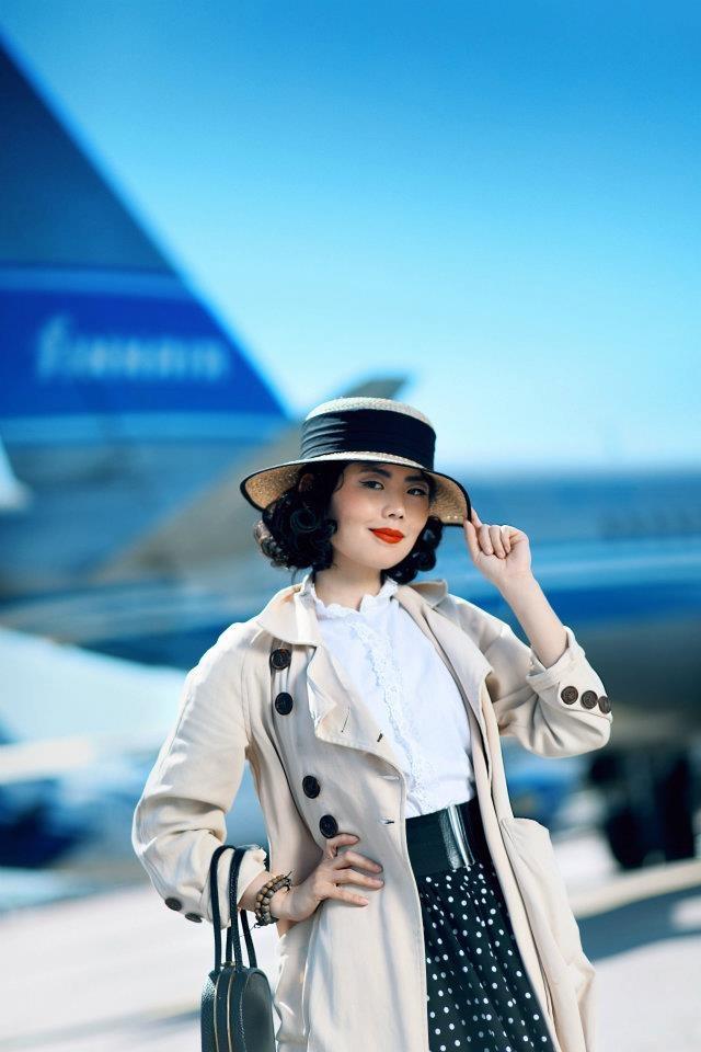 Blogger Nancy @Finnair retro flight (Photo by Ville Salminen/Obscure)