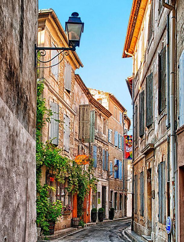 provencetoujours:    Old Street in Saint Rémy de Provence