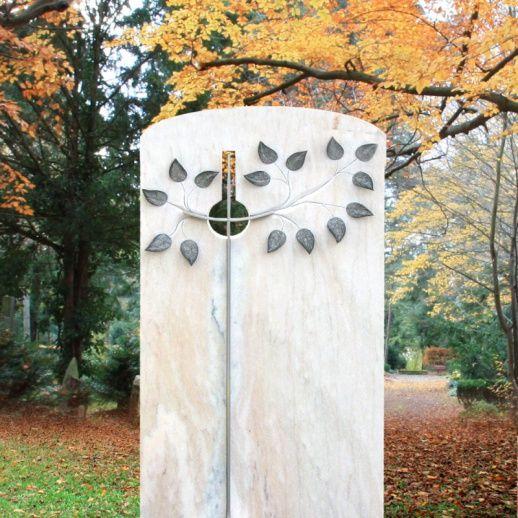 Besonders schönes Marmor Grabmal mit Baum • Qualität & Service direkt vom Bildhauer • Jetzt Grabstein online kaufen bei ▷ Serafinum.de
