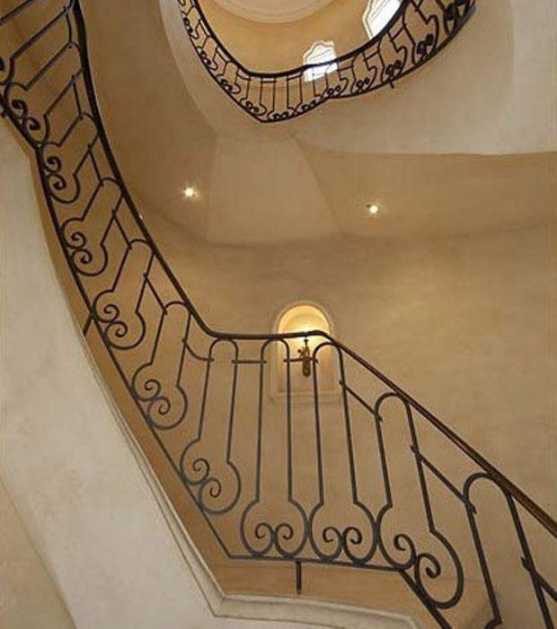 Il se d gage une po sie de cet escalier en fer forg for Peindre fer forge