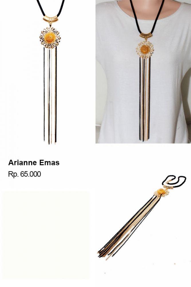 Shvana Kalung Arianne Emas - Model : Choker dengan liontin berwarna hitam.Bahan : Tali dari bahan velvet, rantai, dan liontinPanjang Kalung 42 x 47 Cm Lebar Kalung 8 Cm  #grosirmurah #grosirkalungzara #kalungpendek #kalungzaramurah #kalungmurahbanget