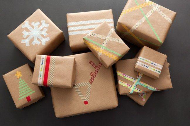 Cadeautjes inpakken. Washi -tape en bruin inpakpapier