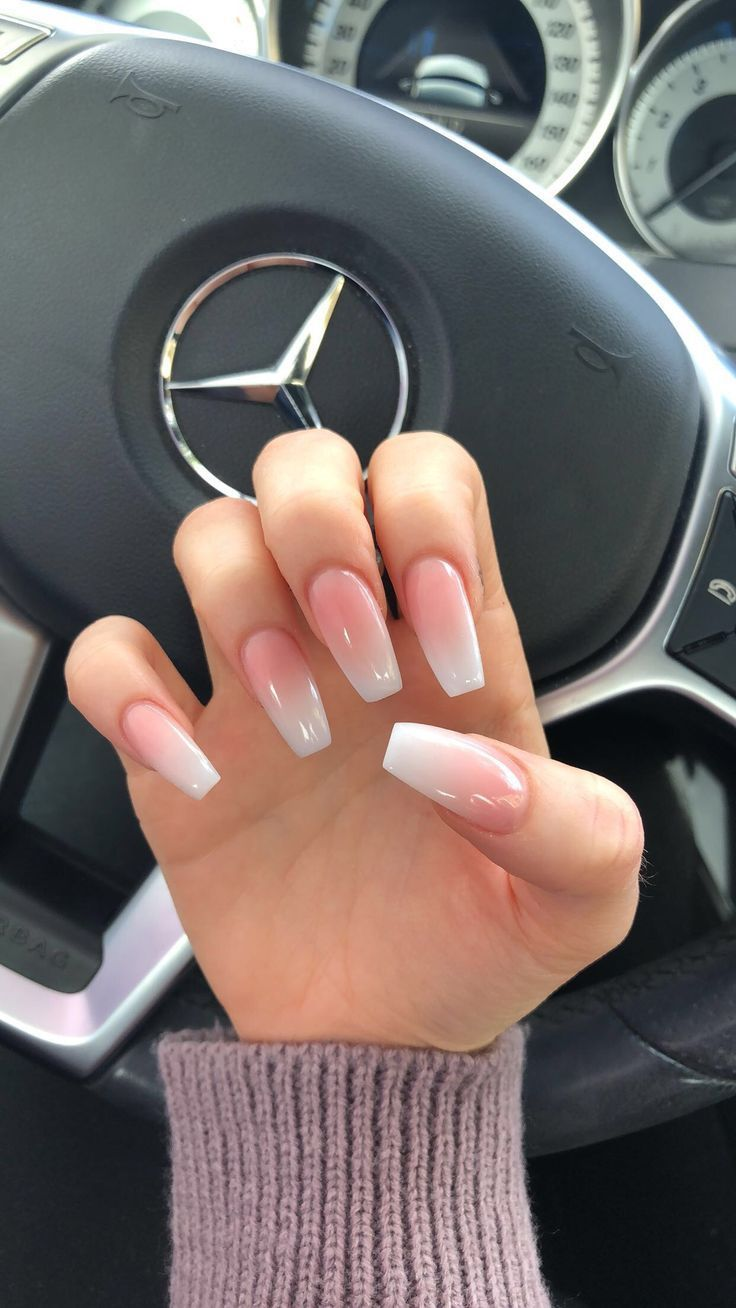 Ombré nails #ombrenails #acrylics #holidaynails #nails #frenchmanicure