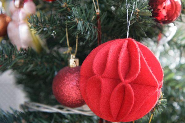 boule-noel-feutrine-arbre