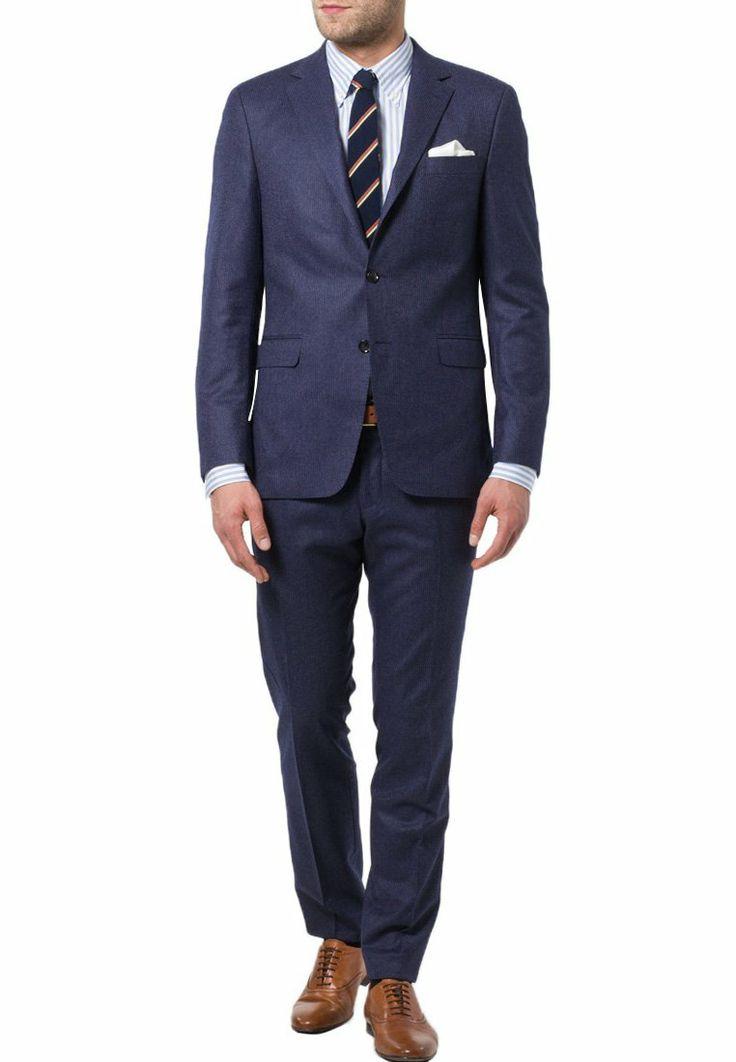 Vi har fundet seks blå jakkesæt til herrer. Du finder ikke lækrere jakkesæt i blå!