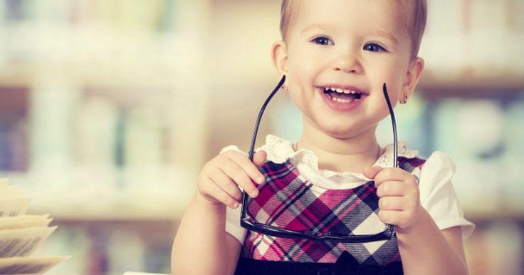 Estimule a inteligência do seu bebê. Pesquisas dos últimos anos vêm revelando que os bebês, esses pequenos seres que julgamos tão ingênuos e incapazes, são praticamente máquinas de aprendizado. A mente deles é extremamente sofisticada e a absorção de conhecimento começa nos primeiros dias após o nascimento. Antes disso, durante a gestação, seus ...
