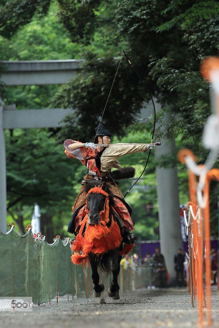 Japanese mounting archery, Yabusame 流鏑馬 Ses extremement diffice de tirer a larc sur un cheval