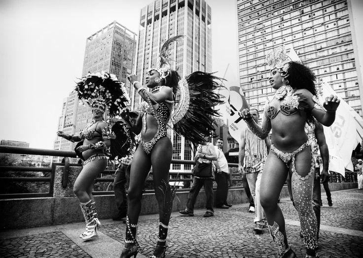 """Cada um enxerga a cidade de um jeito. O Catraca Livre queria enxergar todos eles. Disso, nasceu o desejo de retratar as diversas interpretações sobre São Paulo e,em parceria com a Canon, criamos a promoção Revela São Paulo. São concursos culturais ao longo do ano quereúnemfotografias de profissionais e amadores e os presenteiam com máquinas...<br /><a class=""""more-link"""" href=""""https://catracalivre.com.br/geral/agenda/barato/revela-sao-paulo-o-retrato-da-cultura-na-cidade/"""">Continue lendo…"""
