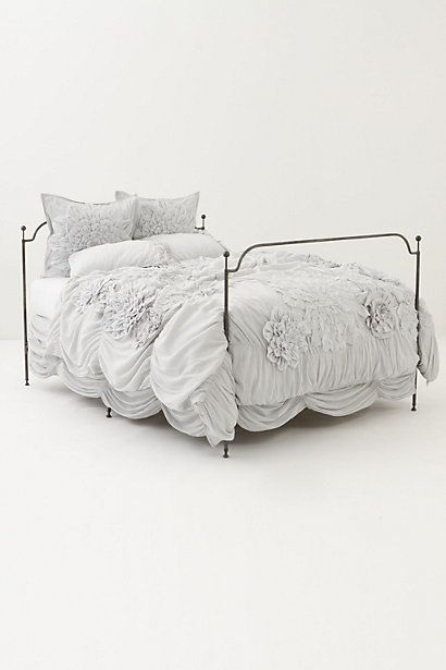 I want grey bedding now :)