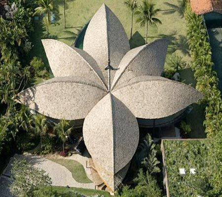 CASA HOJA: por Gustavo Stickley. Arquitectura orgánica, aquí te dejo esta joyita de casa. Pues se encuentra a las afueras de la ciudad brasileña de Río de Janeiro.