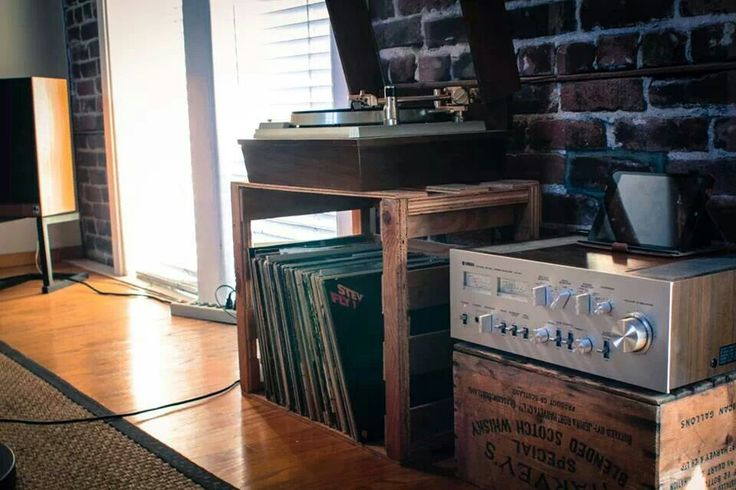 Classic 1970s-era Yamaha NS series amplifier and Thorens turntable. Great stereo