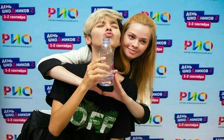 Kristian kostov with a fan