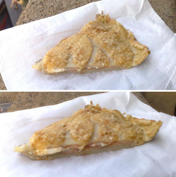 Picnic con torta di patate con prosciutto, funghi e Fettine Tigre filanti