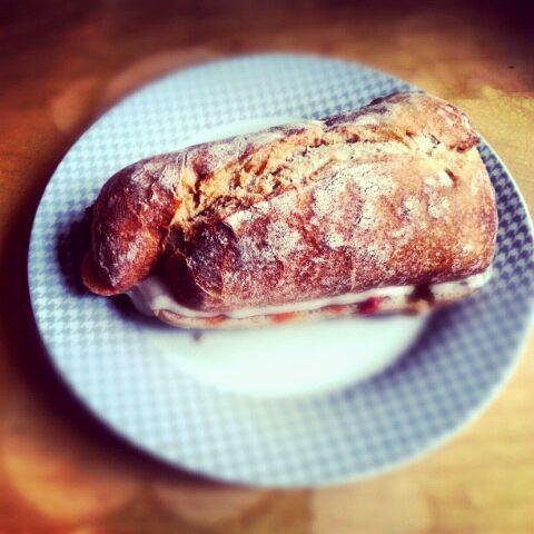 レシピとお料理がひらめくSnapDish - 43件のもぐもぐ - sandwich with melted goat cheese and tomato chutney by yumyum