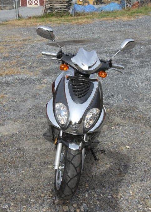 2006 Diamo M3 Hyperdrive 250 gas powered scooter odometer reading 00002 Mi.