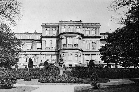 Das neue Palais - Darmstadt - im Krieg zerstört.