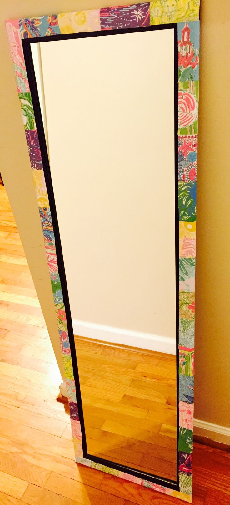 DIY: Lilly Pulitzer mirror | Dorm, Craft and Room
