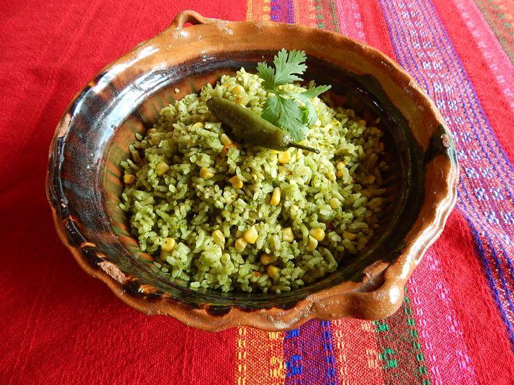 Arroz Verde Mexicano. Receta de Arroz Verde con Chile Poblano. De la familia de Jauja Cocina Mexicana a su familia, esta receta tradicional del centro de Mexico y tipico de Puebla es tan facil como es sabrosisima. Buen provecho! Muchisimas gracias por suscribirse https://www.youtube.com/user/JaujaCocinaMexicana Facebook https://www.facebook.com/JaujaCocinaMexicana