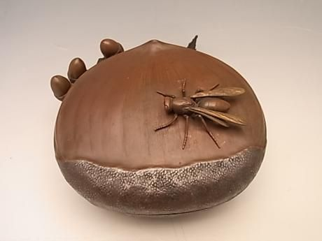 Japanese early 20th century bronze chestnut box with wasp