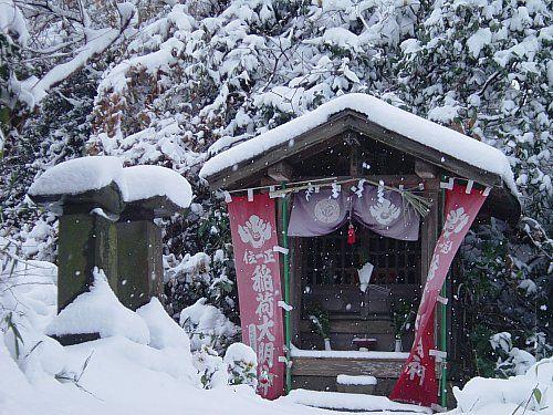 roadside shinto shrine