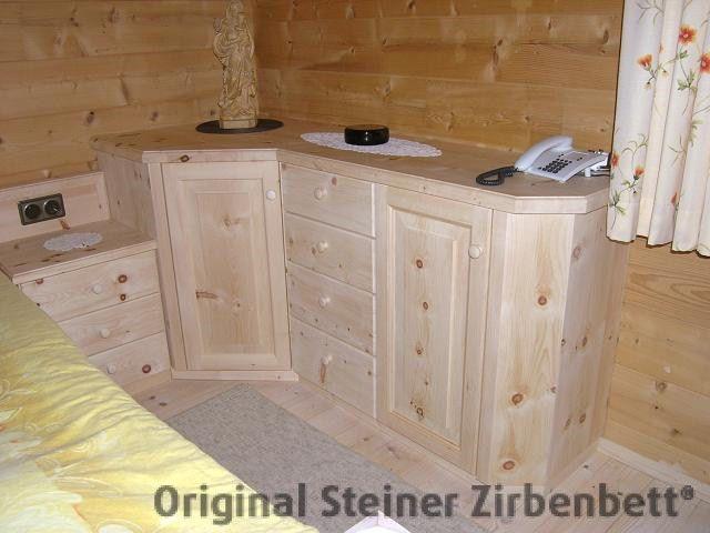Zirbenholz-Eckkommode, Massivholz-Kommode