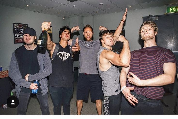 Is Ashton actually joking me like that is unreal>>>>>LOOK AT HIS ARM. HIS ARM COULD SLAY A FUCKING DRAGON.