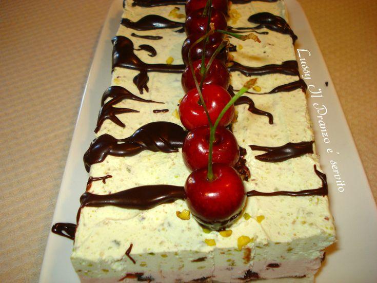 Torta gelato alle ciliegie una delizia per il palato, decisamente buona. Ricetta di Arte in Cucina.