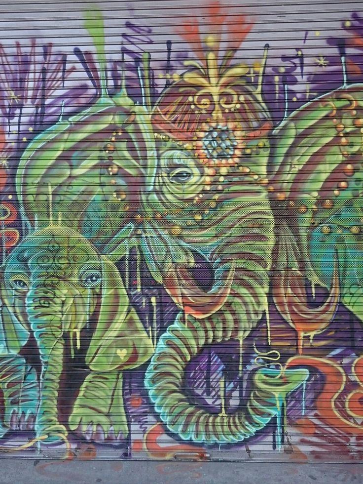 Elefante. Carrera 13 con 54 zona de Chapinero
