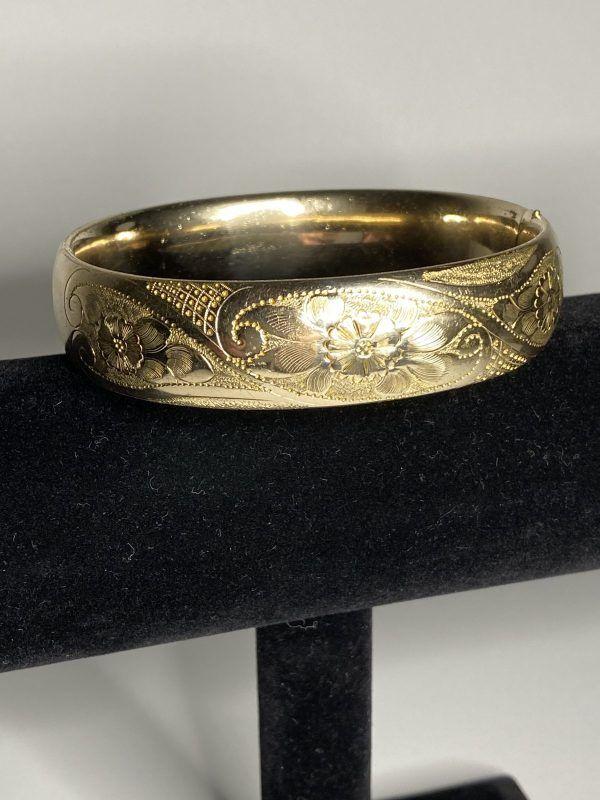 12k Gold Filled Emc Signed Floral Bangle Vintage Wide Oval Hinged Flower Bracelet 12 Karat Gf Etched Design In 2020 Etched Designs Flower Bracelet Photographing Jewelry