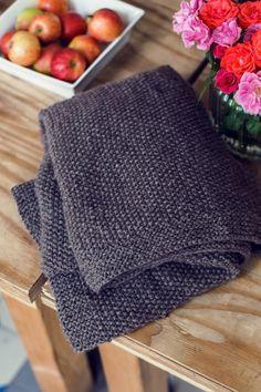 Bitte Einkuscheln: Kostenlose Anleitung für eine im Perlmuster gestrickte Decke – Initiative Handarbeit – Doreen Tpunkt