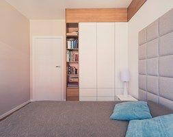 Naturalnie - Mała sypialnia małżeńska, styl minimalistyczny - zdjęcie od The Origin - Interior Design