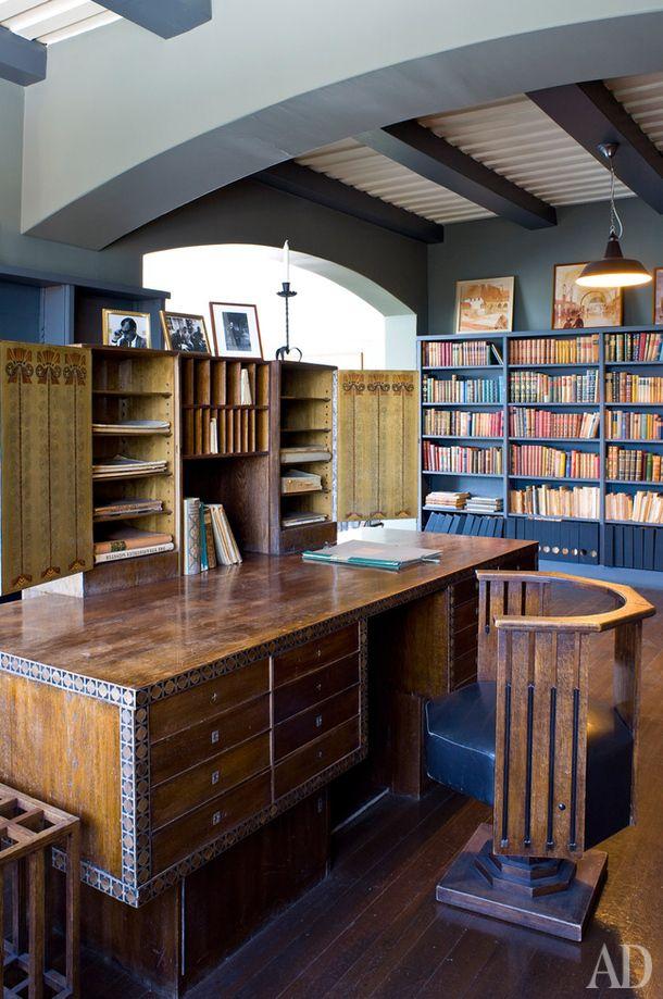 Рабочий кабинет Элиеля. Кресло и стол он проектировал с оглядкой на мебель работы Чарлза Ренни Макинтоша.