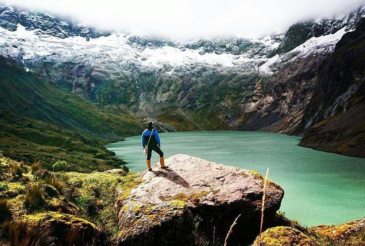 La #LagunaAmarilla al pie del #Volcan #ElAltar en la provincia de #Chimborazo una maravilla del Ecuador aunque poco conocida por el difícil acceso pero vale la pena el esfuerzo.  Vive tu mejor #aventura con #Rutaviva#TravelTheWorld  Los mejores #HOTELES DESTINOS y SERVICIOS encuéntralos en http://ift.tt/2nuTUfm  Photo:  @edygabrielgg #EcuadorNow#ViajaPrimeroEcuador#FeelAgainInEcuador  #Ecuador#FamiliaViajeraEcuador  #allyouneedisecuador #travelblogger #mochileros #natgeotravel#SoClose…