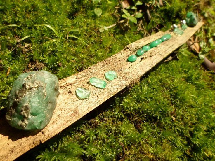Beautiful Colombian Emeralds, Emerald Crystal Cluster, Emerald Leaf Motif Hand Carved, Natural Colombian Emeralds Facet Rough, Colombian Cabochon Pear shape Emeralds