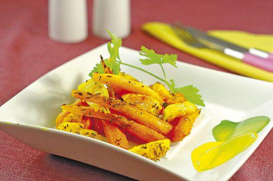 Nimic nu e mai bun pentru cină decât o porţie de legume savuroase. Veţi obţine o garnitură din morcovi la cuptor folosind morcovi dulci, uşor caramelizaţi.