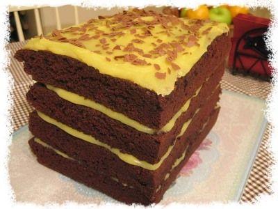 Oppskrift på Renates beste sjokoladekake med smørkrem (fra oppskrifter.net) (sjokoladetwist)