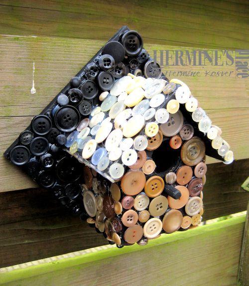 vogelhuisje met knopen/birdhouse with buttons