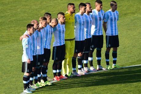 Primero, silbidos y luego respeto: así se escuchó el himno argentino en Santiago - Selección Argentina - canchallena.com