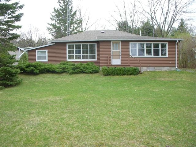 COLLINGWOOD (ON) Georgian Bay Waterfront Property Located On A Spacious Property In Collingwood. This Detached Bungalow Features Four Bedrooms With A Detached Garage, Sauna And Garden Shed/Storage. Going for $295,000.00. http://www.century21.ca/Property/100829630